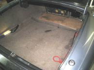 Der Kofferraum in seinem ursprünglichen, traurigem Zustand